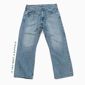 AEO 33x30 Relaxed Straight Jeans Distressed Light